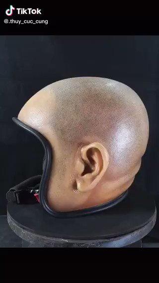 スキンヘッドヘルメットは草   https://t.co/Uli3JvTXFU