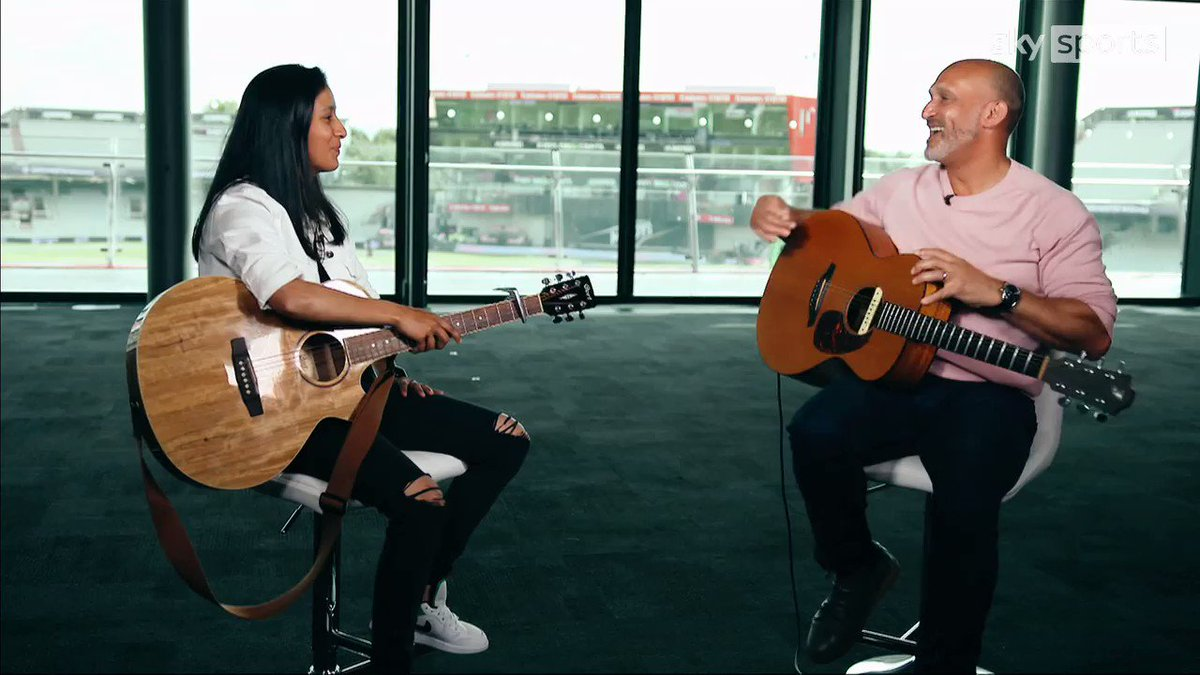 🎸 GUITAR HEROES 🎸  @MarkButcher72 performs a duet with the multi-talented @JemiRodrigues 🎵  The #NorthernSuperchargers batter has been well and truly on-song in #TheHundred 👌  💻 YouTube 👉 https://t.co/N05hSFBn4R 📺 SS Mix 👉 https://t.co/COJn3FTm6H https://t.co/RBAa20CI1R
