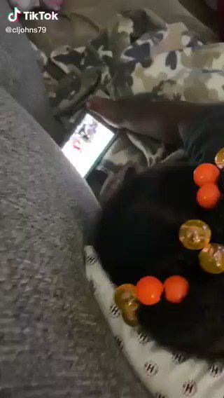 パパの通話を秒で切る赤ちゃんww   https://t.co/fgRAdLlOnK