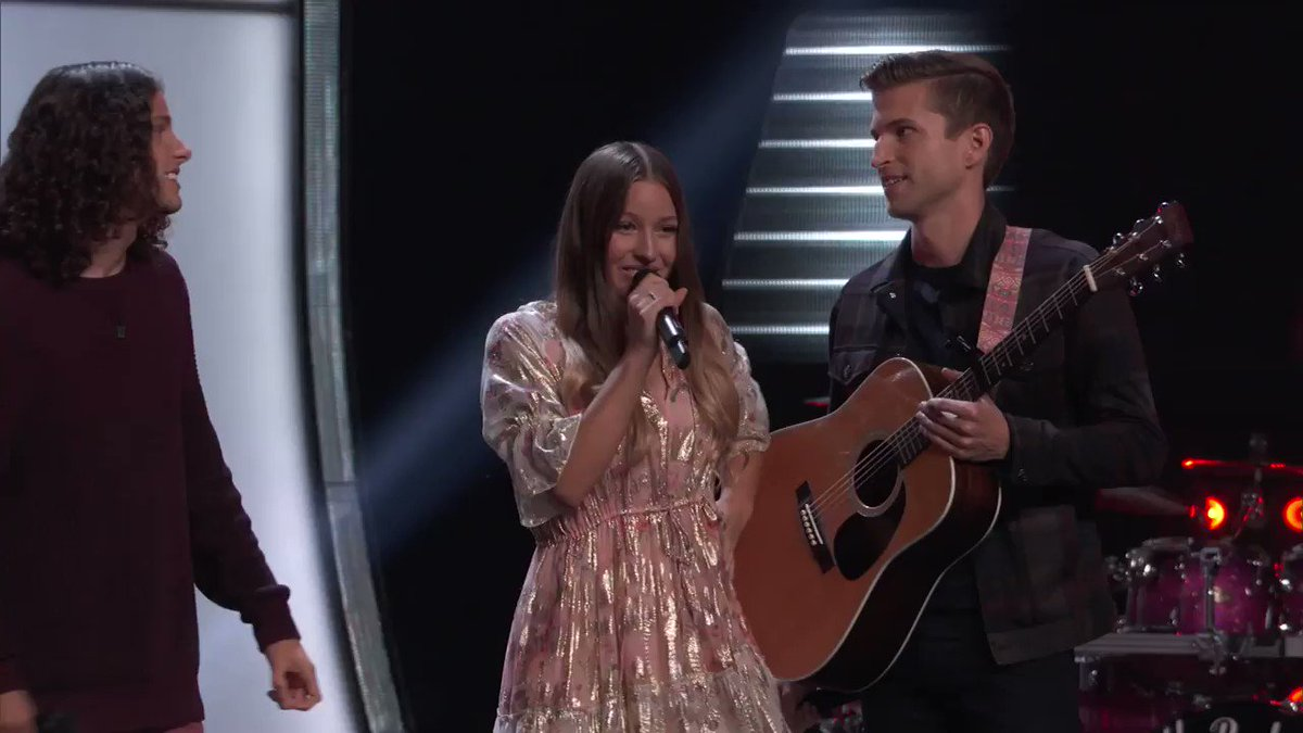 Did you see that @BlakeShelton?! That's right… Team Kelly gets the first four-chair turn of the season!! @GirlNamedTom #TeamKelly #TheVoice https://t.co/osv9iHSR9c