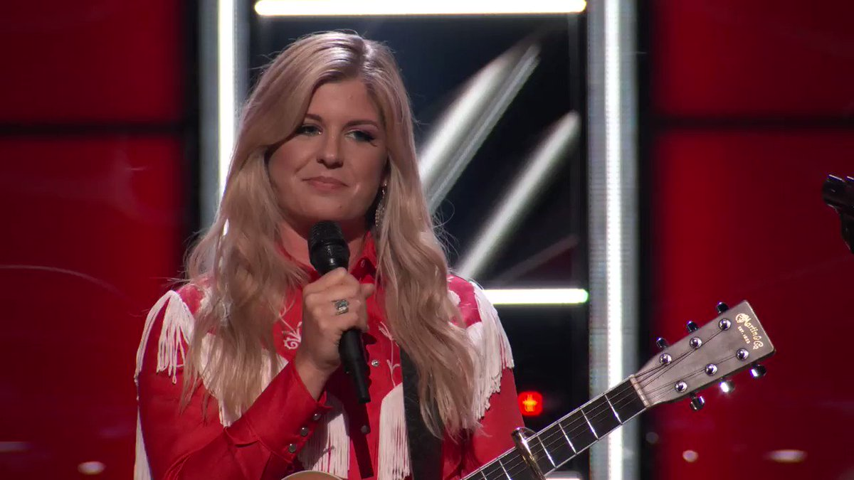 Ahhhh that felt SO good! Welcome to #TeamKelly @KinseyRoseMusic!! #TheVoice https://t.co/ISmtISAOwO