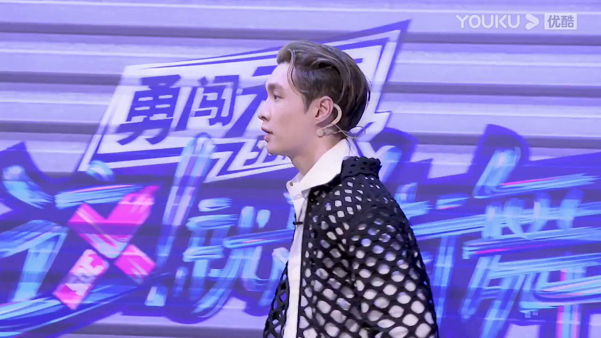 #StreetDanceofChinaS4 New vlog is coming! Captain #LAYZhang @layzhang learns dance moves from Zyko and gets shy when he is praised! After getting off work, he reluctantly says goodbye to the dancers. Today is also a fulfilling day!