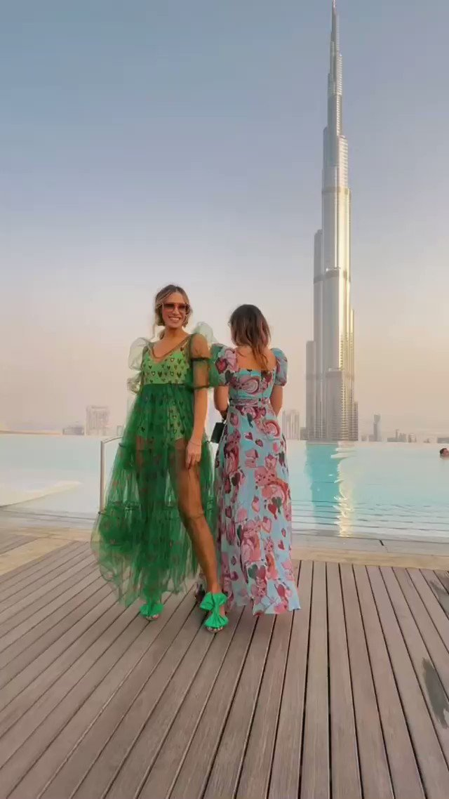 Girls O'clock | Somos el único medio de comunicación hispano presente en el #ArabFashionWeek 🥰  Look: @gloryangatelier 👗   #fashion #fashionweek #fashionblogger #girlsoclock