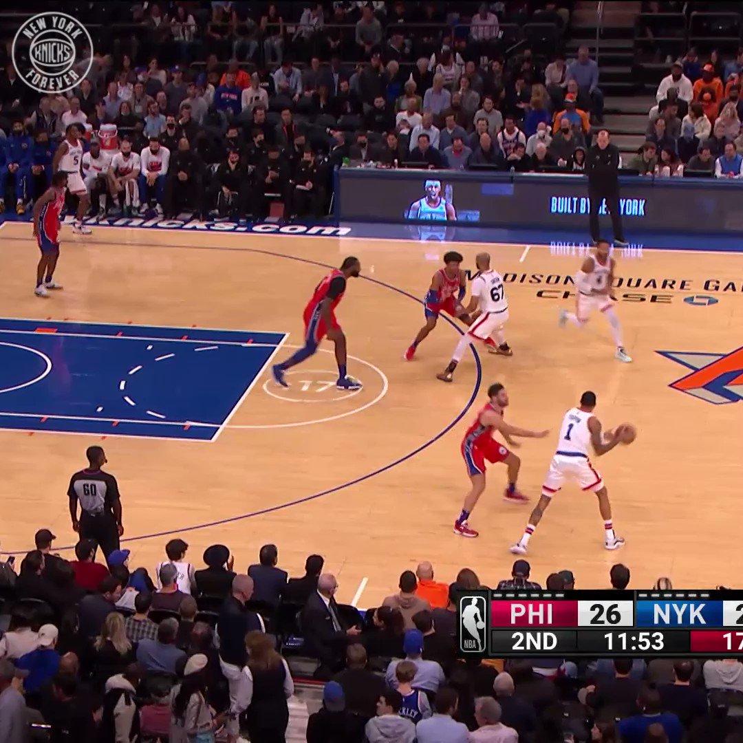 Derrick Rose, önce sağa, sonra sola, sonra da potaya🏀  #NBA75  #NewYorkForever