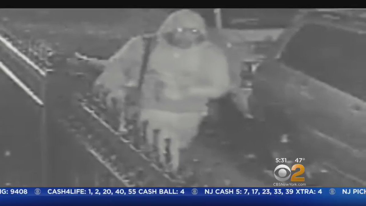 NEW VIDEO: Police hunt for suspect who they say attacked teenage girl in the Bronx. CBS2's @MagdalenaDoris reports.