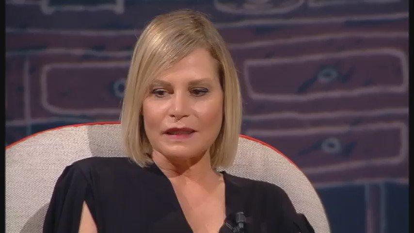 Simona si confessa in lacrime da Costanzo: