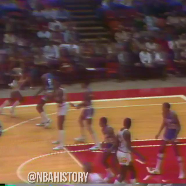 With Carmelo Anthony passing Elvin Hayes for 10th on the all-time scoring list, we look back at Elvin's unique combination of agility and strength as a scorer! #NBAVault   https://t.co/MFA5jXsmi6