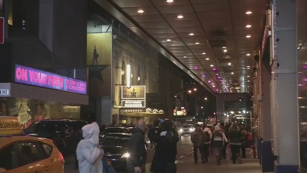 Broadway dims lights in honor of Debbie Reynolds and Carrie Fisher.