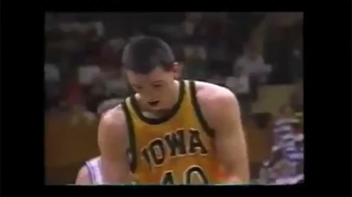 Forever a #Hawkeyes great. A special tip of the cap today to Chris Street. #CMS40 https://t.co/cMye8vJrnb https://t.co/6RoIefS2a4