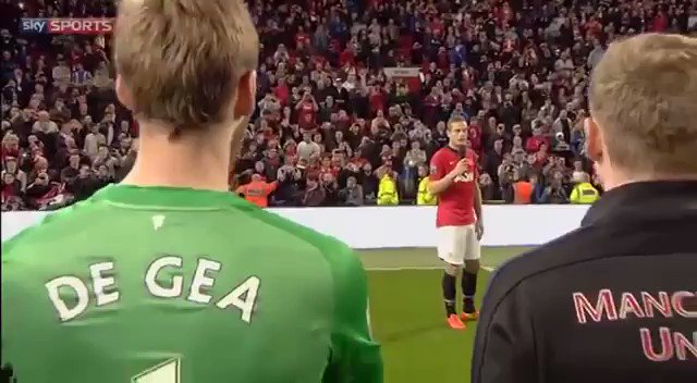 Nemanja Vidic's farewell at Old Trafford. Goosebumps watching this back again. https://t.co/6V5xKlCa2N