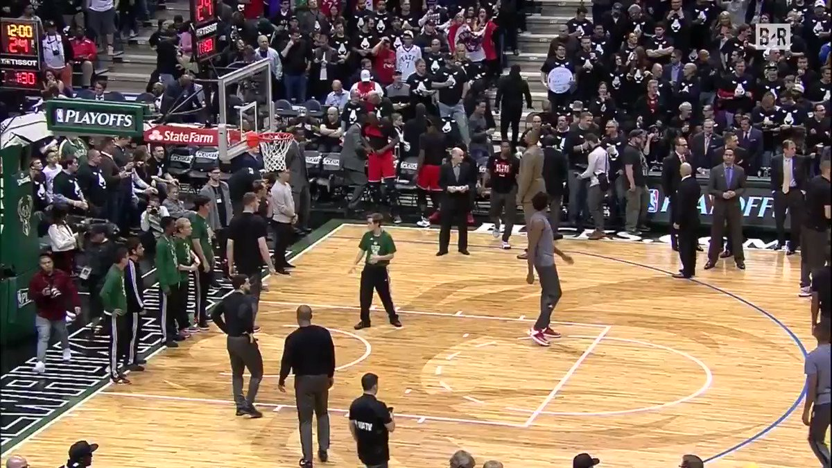 The Raptors starting lineup was introduced with the Barney theme song in Milwaukee 😂💀