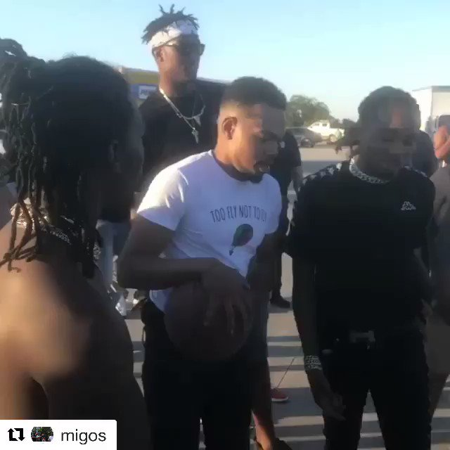 Just a game of knockout with Myles Turner, Quavo, Offset and Chance the Rapper 😳 [NSFW] (via @Migos)