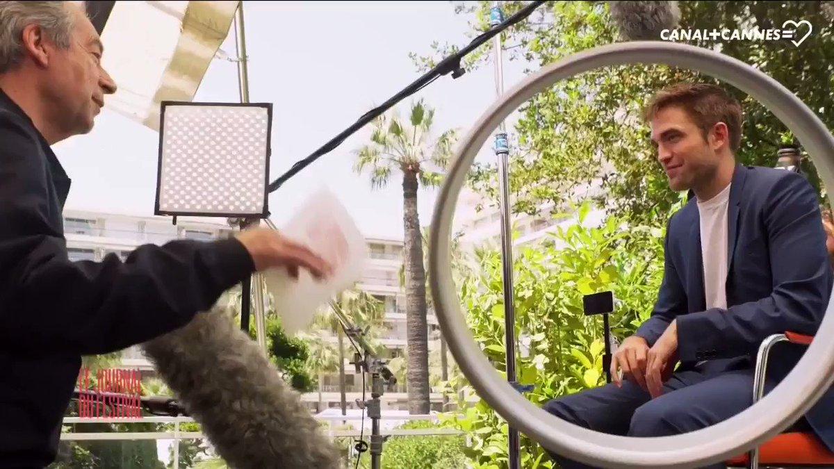 #RobertPattinson raconte sa rencontre avec son héros #ÉricCantona #LeJournalDuFestival #Cannes70 #Cannes2017