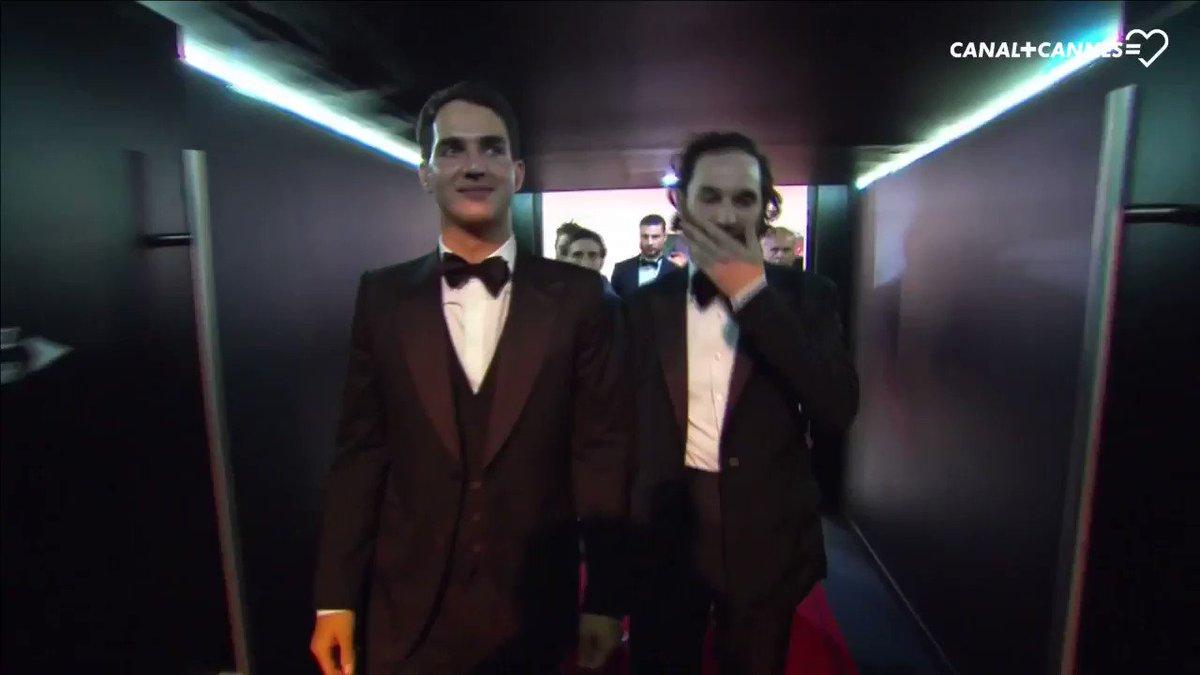Ovation pour les frères #Safdie et #RobertPattinson #GoodTime #Cannes70 #Cannes2017 👉 https://t.co/bb9E0coPgn