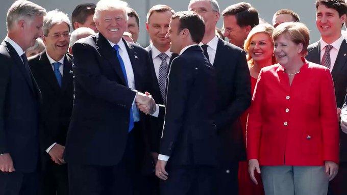 """#Macron """"résiste"""" à la poignée de main de #Trump (et devient une icône aux Etats-Unis) >> https://t.co/pyG8sM7Pxk"""