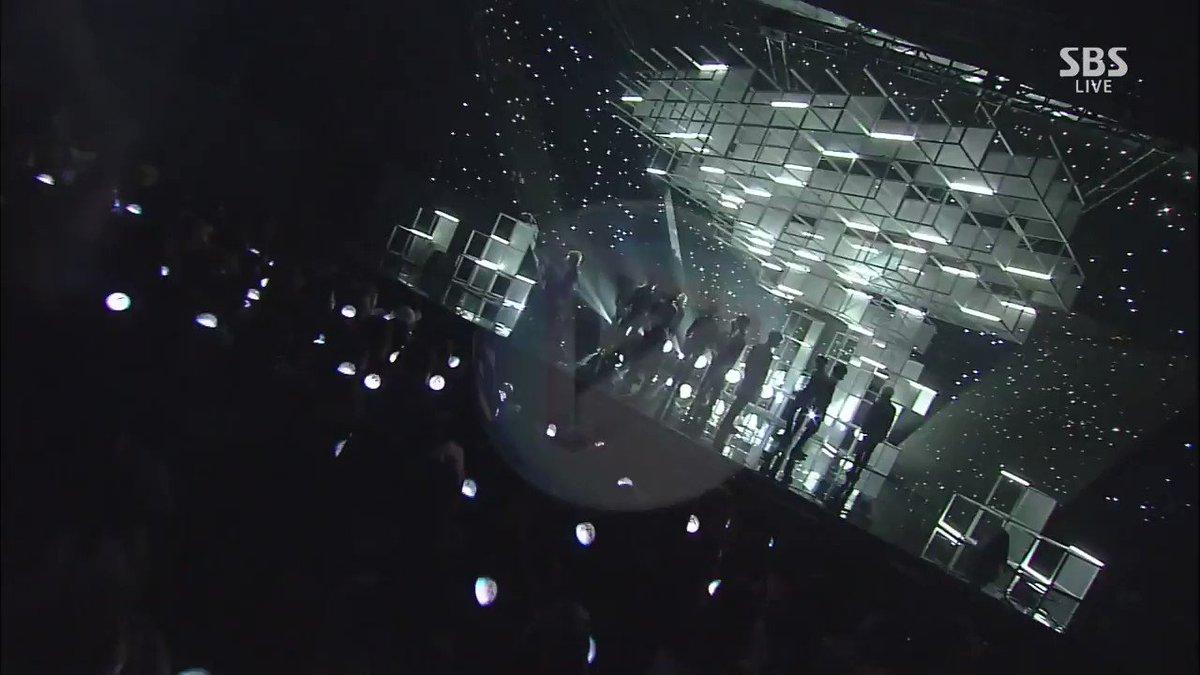 #세븐틴 과 함께라면 꽃길만 걸을 거예요! 예술적인 컴백 무대, '울고 싶지 않아'