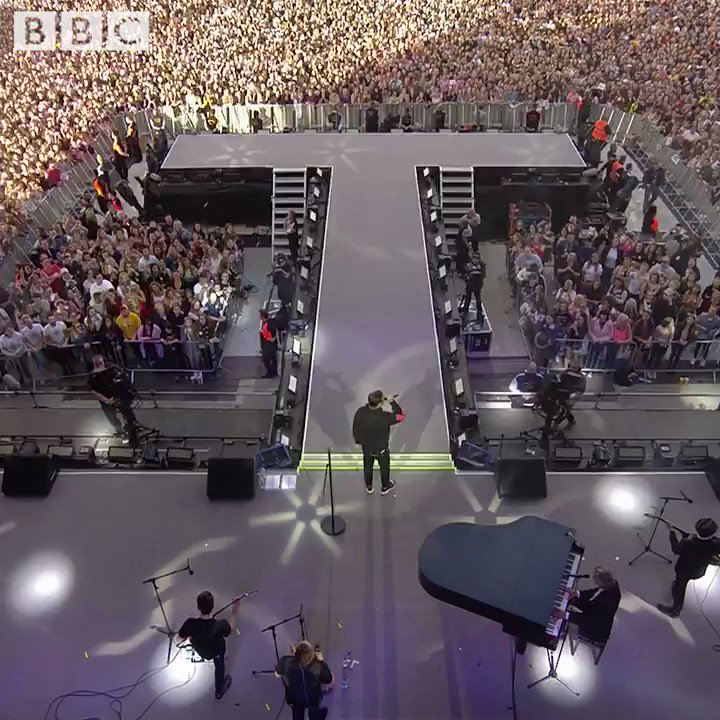 What a moment ❤️ The #OneLoveManchester crowd unite to sing @RobbieWilliams' Angels together ✨