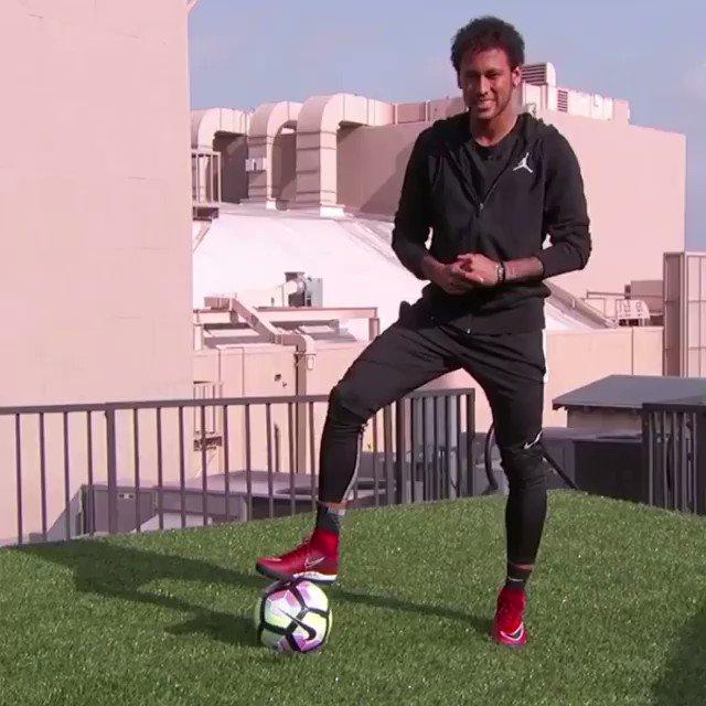 Messi e Cristiano Ronaldo são bons. Neymar, além de bom, é loko! 🇧🇷