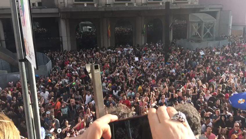Mais um pouco do show da Fafá de Belém na #ParadaSP Acompanhe a cobertura ao vivo: https://t.co/rNxvhnPmp2 #Parada21