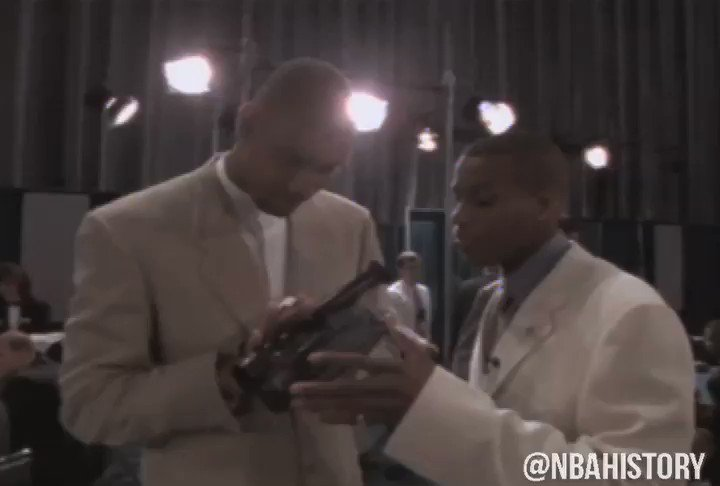 No. 1 overall pick Tim Duncan with the old school selfie at the 1997 NBA Draft. #NBAVault   #20HoopClass Enshrinement: Saturday, May 15  https://t.co/GlF5gIXj4C