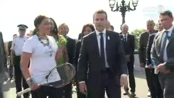 Emmanuel Macron en tennisman pour soutenir la candidature de Paris à l'organisation des JO-2024