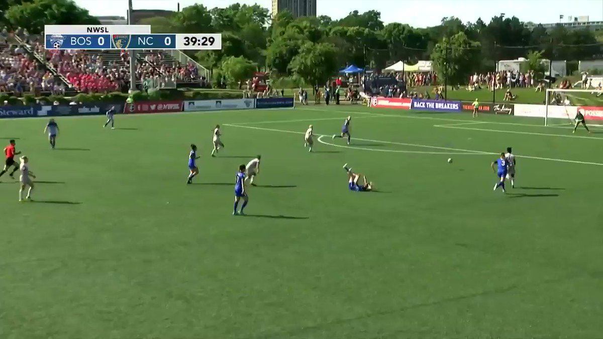 40' - @BostonBreakers @sjprudhomme18 with a big save to deny @TheNCCou...