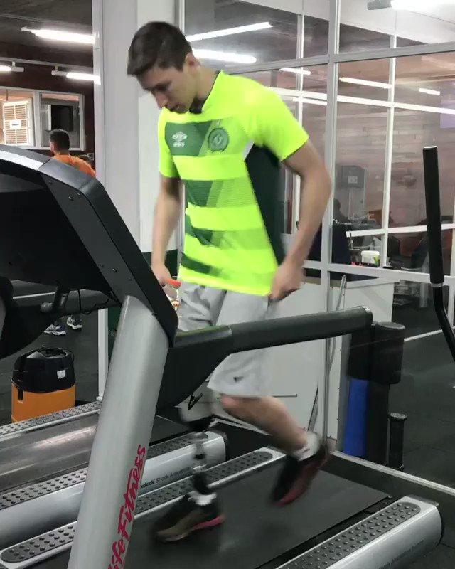 Aquele vídeo que vai melhorar o seu dia: Jakson Follmann correndo! 💚
