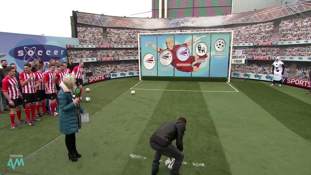 Describe Kevin Hart's car park goal with a GIF! 🙀
