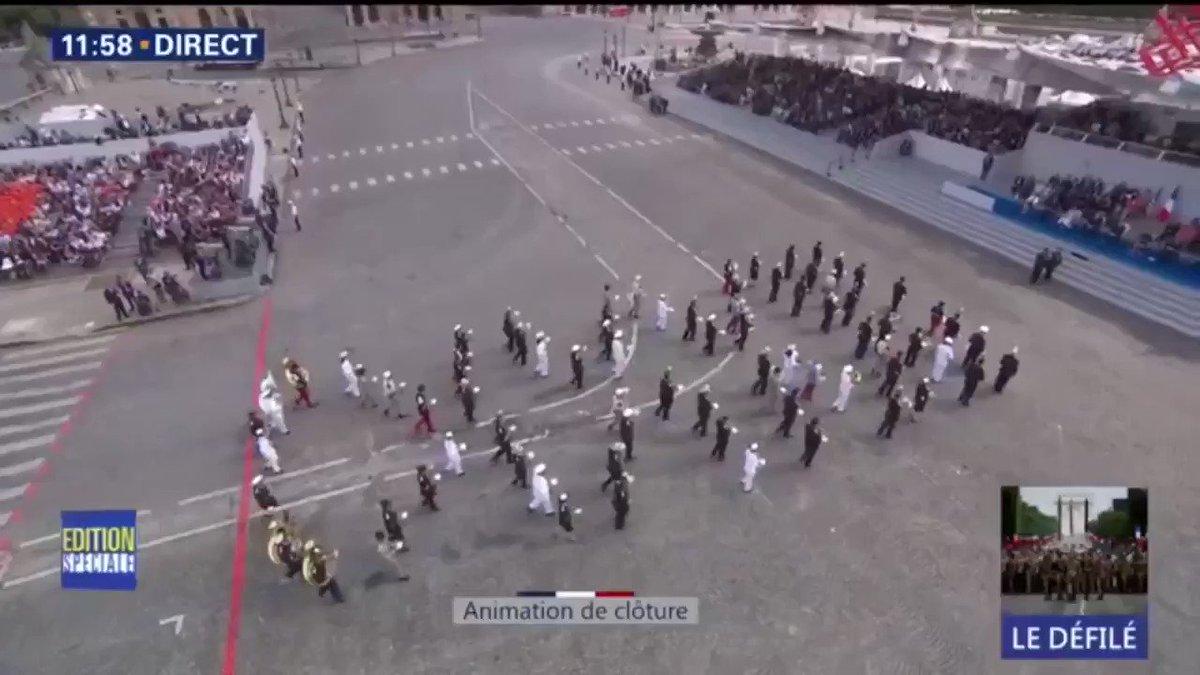 #14Juillet : un medley des Daft Punk interprété par l'armée en clôture du défilé