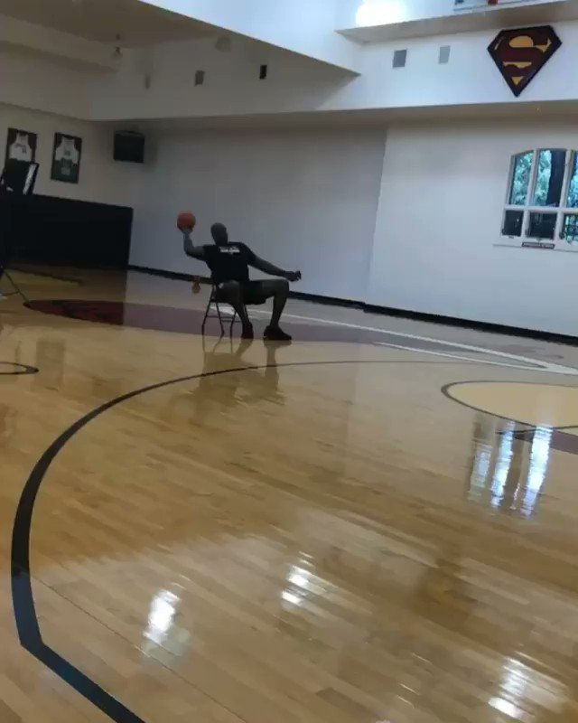 'STEPH HARDEN' working on his shot ��  (via @shaq/Instagram) https://t.co/v1wcvjBMlb