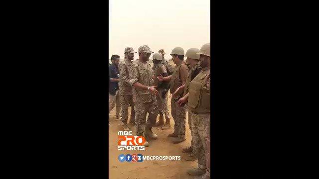 ياسر القحطاني لاعب نادي الهلال ومحمد السهلاوي لاعب نادي النصر في الحد...