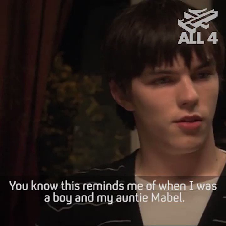 The best way to eat a Sunday roast... #Skins https://t.co/wqyaLRcnY3