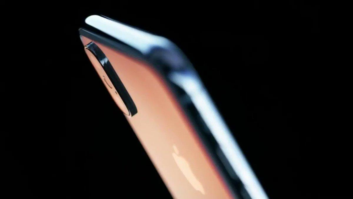 Les premières images de l'iPhone X https://t.co/ktYd3uvWj7