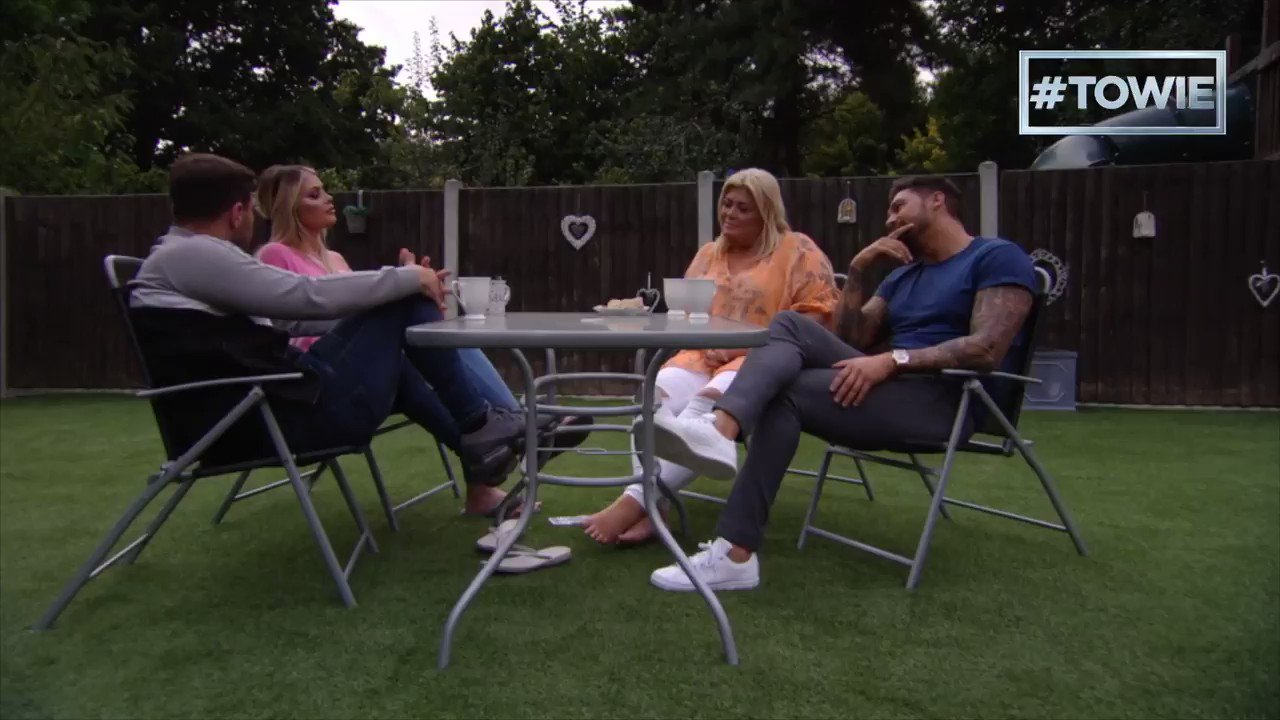 So @jbclark_ has been given the low down… But will he impress our @LaurenPope ?! 💘🙊  #TOWIE https://t.co/QiXOnnZVP2