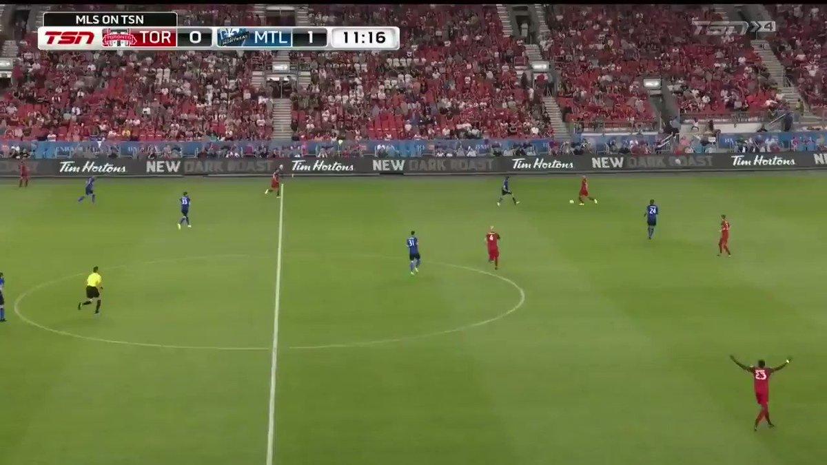 La 🚀 italienne donne une avance de 2-0 au Bleu-blanc-noir! The Italian...