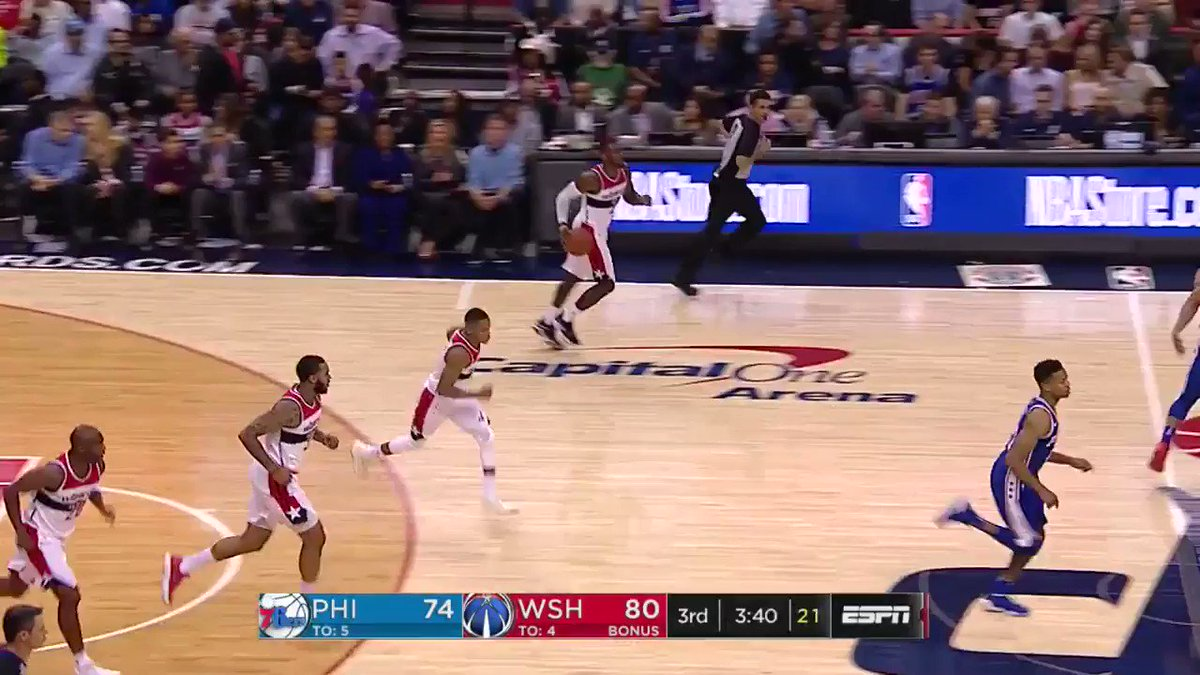 John Wall is good at this dunk thing.   @WashWizards have the lead on...