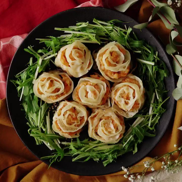 【華やか】エビチリ薔薇餃子🦐 レシピはこちら:  スマホアプリができたのでダウンロードしてね👇