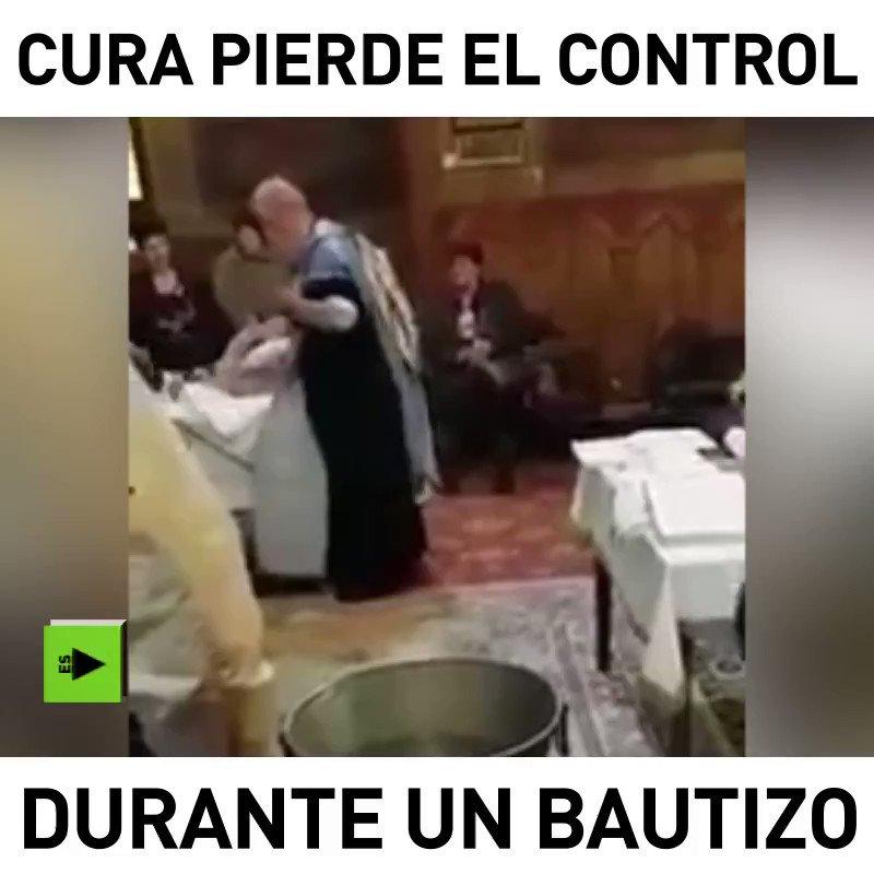 Este sacerdote parece que tuvo un mal día y se desahogó con este bebé... https://t.co/7wNgmYmedq