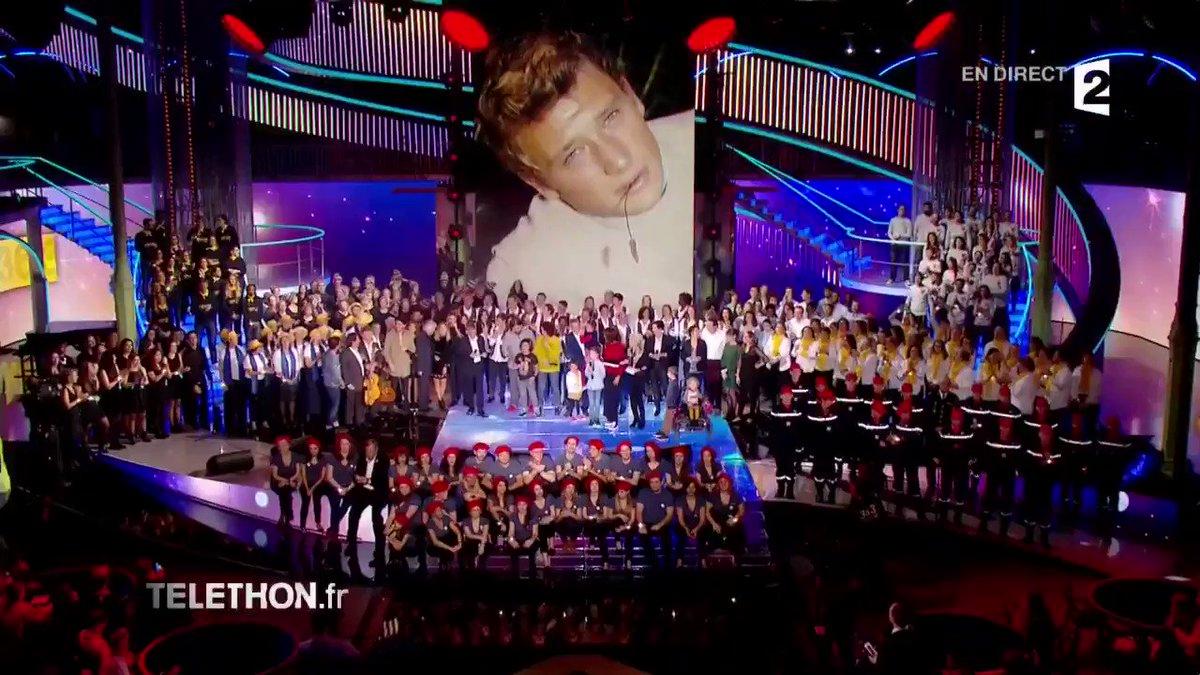 RT @France2tv: Toutes les chorales ont rendu hommage à 'L'idole des jeunes' : #JohnnyHallyday 🙏 #Téléthon2017 https://t.co/uMpWa1MtBT