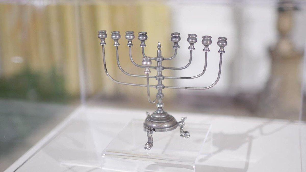 RT @WhiteHouse: Happy Hanukkah! https://t.co/KPIlNgiA5q