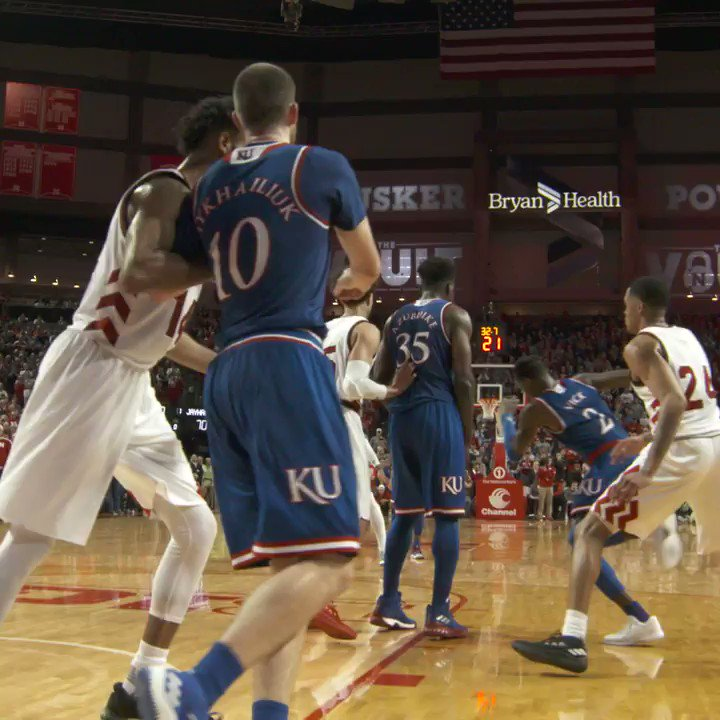 SVI FOR (A CLUTCH) THREE 👌 #KUbball http...
