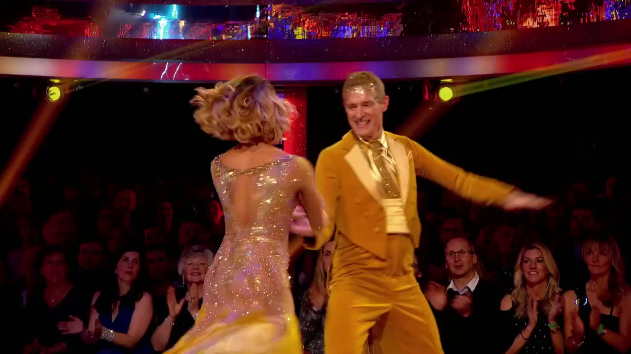 That @theJeremyVine 'windmill' with @karen_hauer #Strictly https://t.co/YOG1dhBXFh