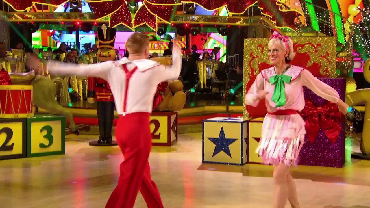 Serving up some #Christmas swivel. It's love from us @JudyMurray @Mr_NJones #Strictly. https://t.co/pKLtB9X3ov