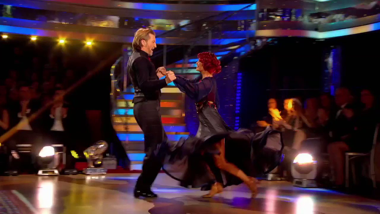 Savage? That was smooth, American smooth @RobbieSavage8 and @DBuzz6589 #Strictly 🎄 https://t.co/1RUgn8SQcV