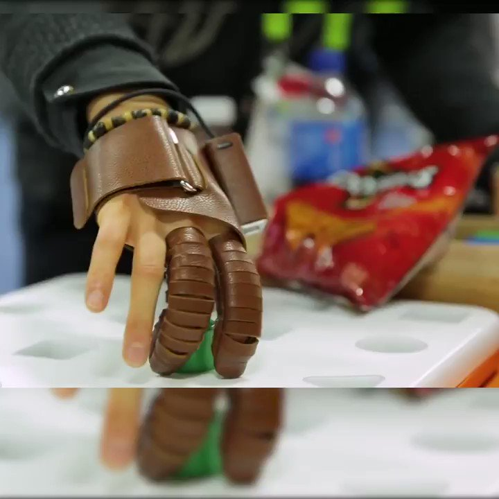 This glove helps people with a spinal cord injury perform everyday tasks