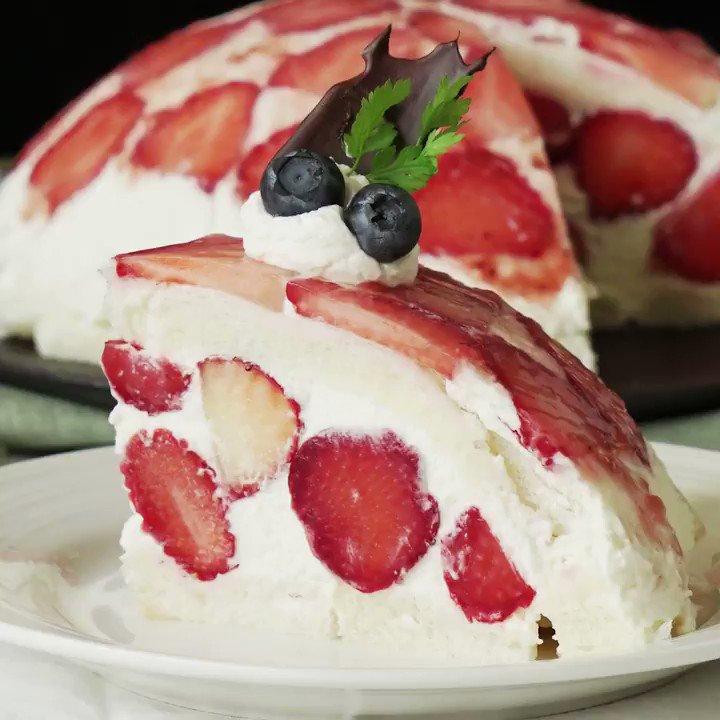 【まさかの食パン】贅沢いちごの純白ズコットケーキ🍰 レシピはこちら:  アプリも見てね👇