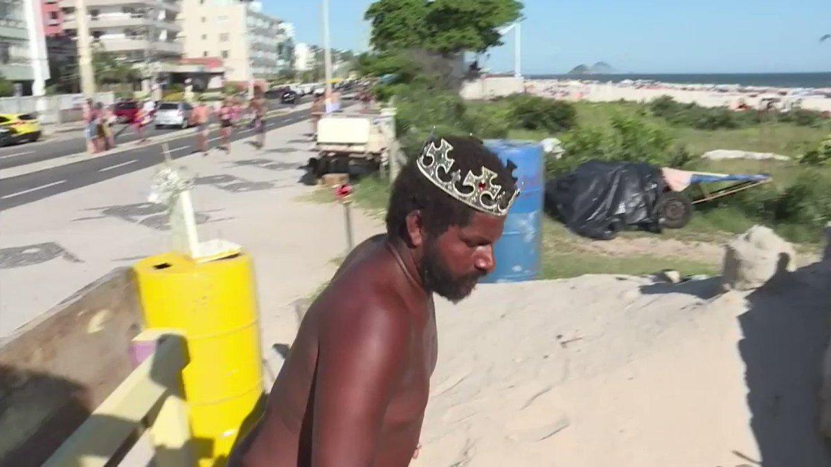 RT @afpfr: Depuis 22 ans, Marcio vit dans un château de sable, à Rio 🏰 #AFP https://t.co/KRd6GLTRzl