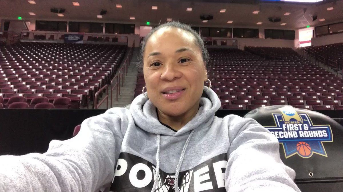 🗣 FAMS, listen up! @dawnstaley has a message for you... something about pajamas and snacks @CLAmktg tomorrow? Know anything about it?