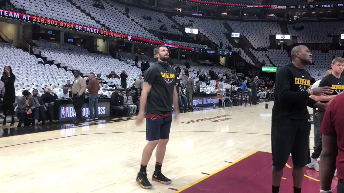 Kevin Love warms up for his return to the @Cavs lineup... 7pm/et @ESPNNBA! https://t.co/ihlh3qh8Dv