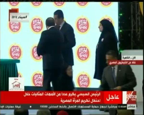 الرئيس #السيسي يمسح دموع أم شهيد في حفل...